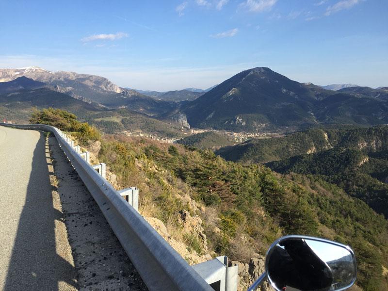 Castellane-vu-du-la-route-Napoleon